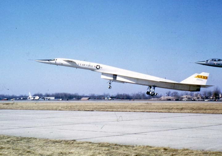 picture of XB-70 landing